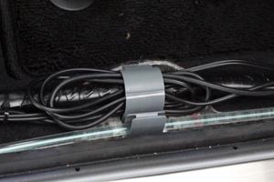C-HR運転席ステップ内の固定