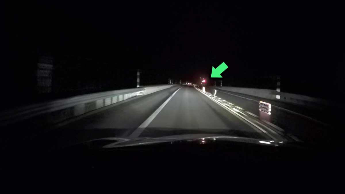 前方が騒がしい。(DRD-H66映像:道東自動車道にて)