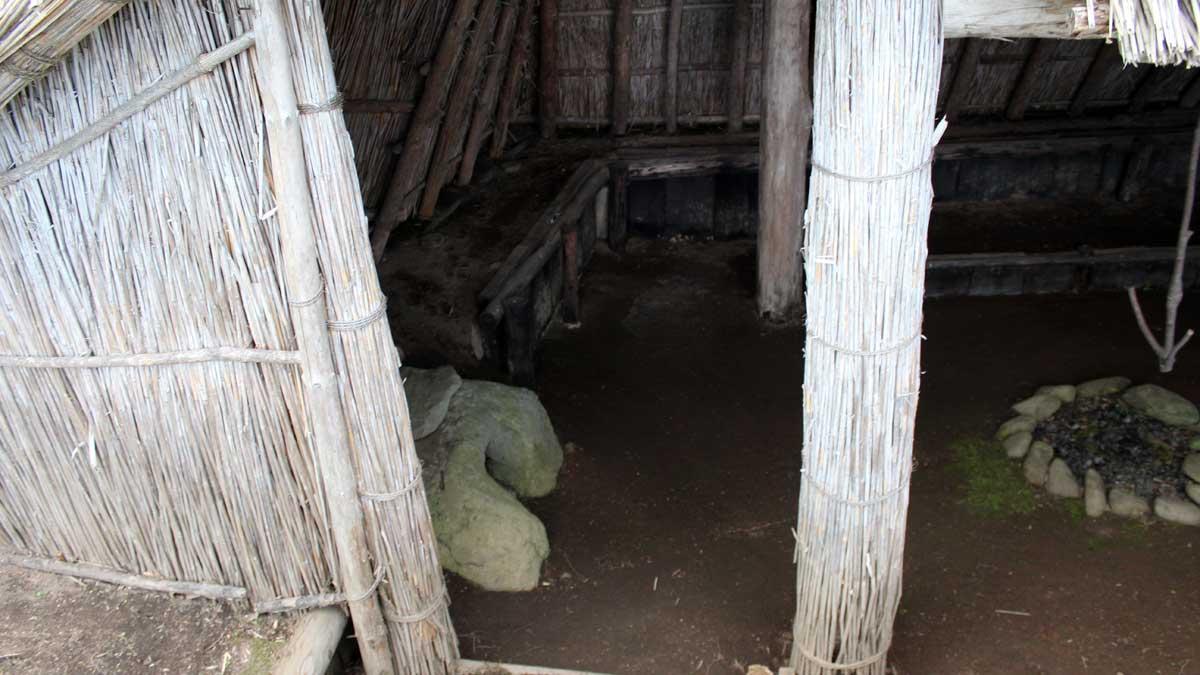 オムサロ遺跡公園・たて穴住居内
