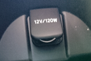 超小型USB充電器フタ閉まらず