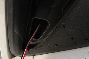 LEDリフレクターの配線を通す