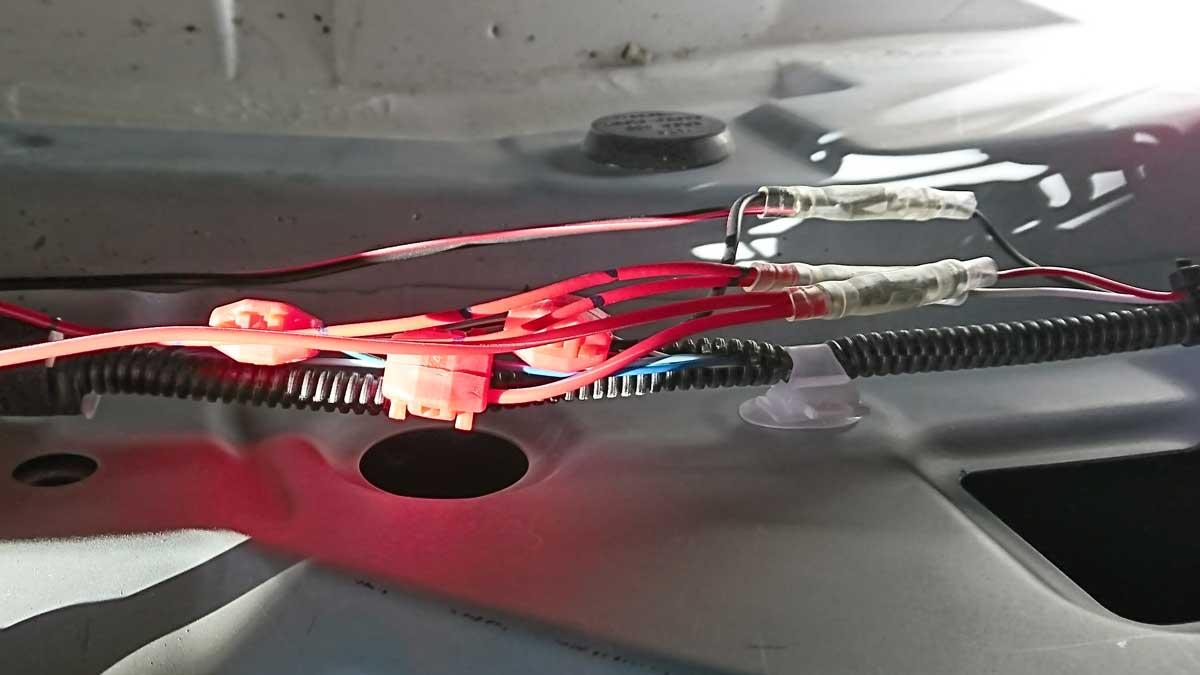 LEDリフレクターを接続