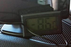 温度計をレーダー探知機の手前に移動