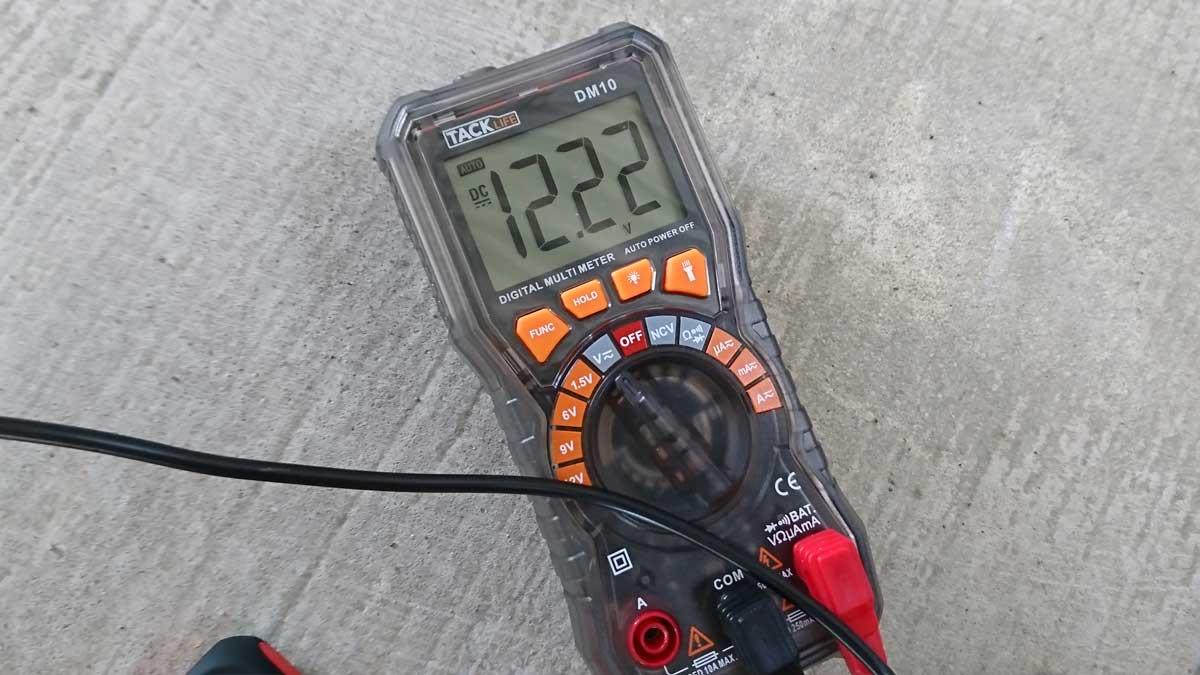 Arteck ジャンプスターター通電中の電圧