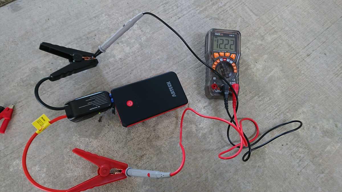 Arteck ジャンプスターター 通電中電圧