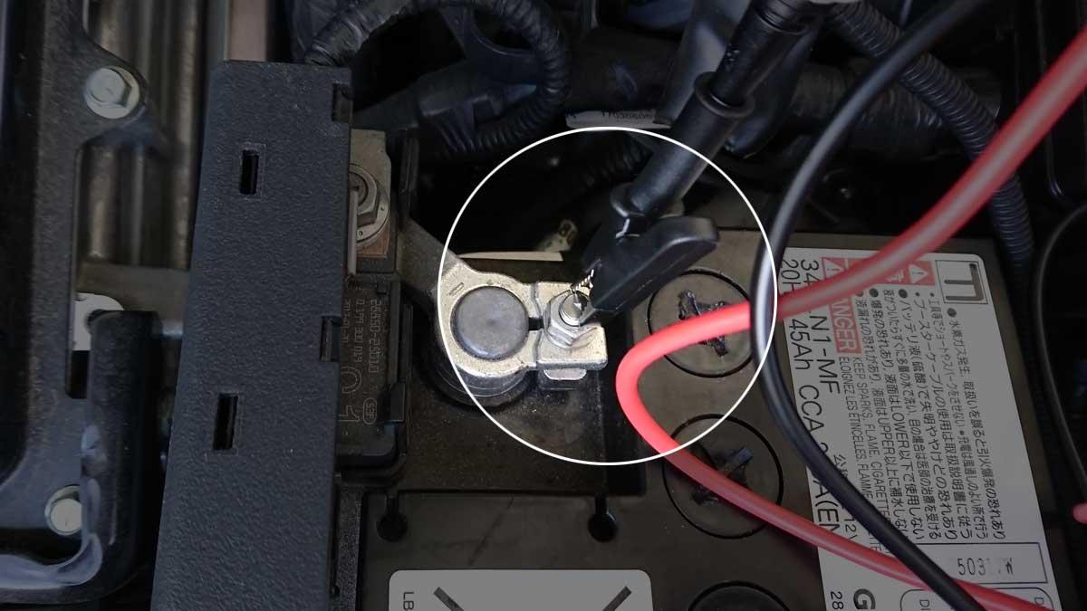 バッテリーマイナス端子にワニ口クリップ装着