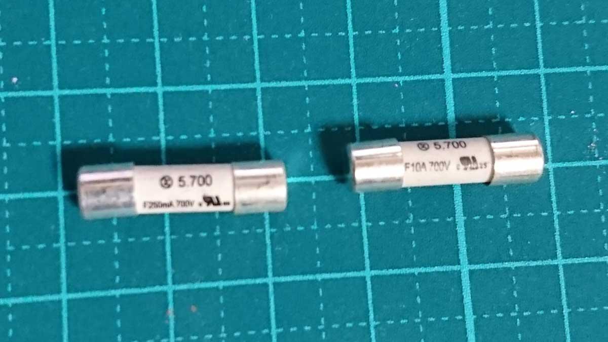 250mA(0.25A)と10A