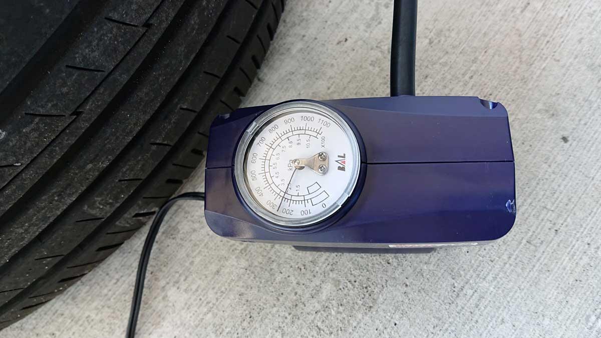 タイヤの空気圧を280kPaに
