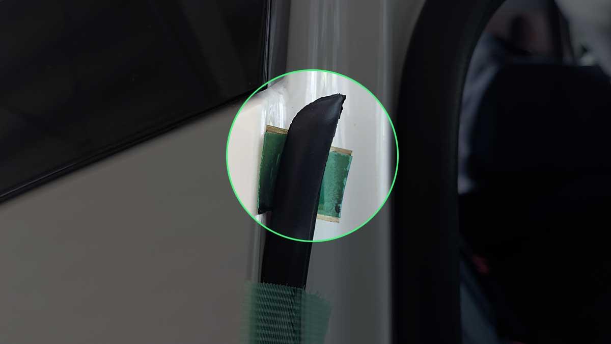 センチュリー用ドアプロテクタは上端が膨らんでいる