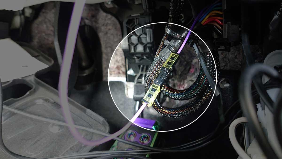 アクセサリー電源用配線と加工した配線を接続