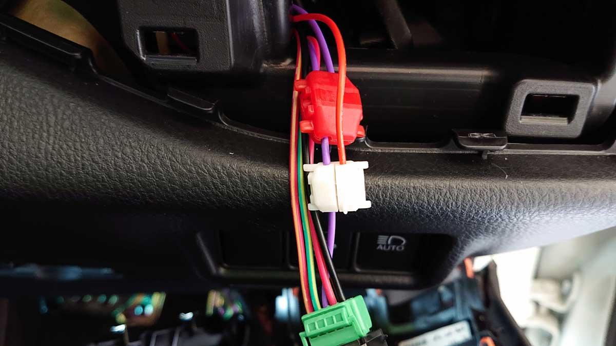 配線コネクター(白)を目的の配線に接続