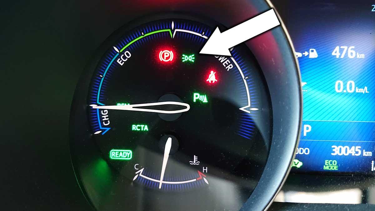メーター内の表示灯でライトの点灯を確認